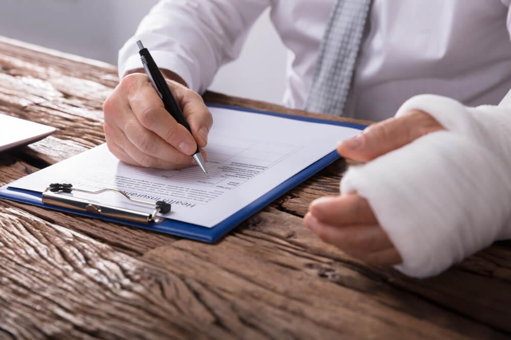 Podpisanie wniosku oodszkodowanie zauszczerbek nazdrowiu